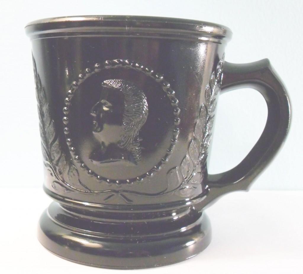 Ceres (Original name: Medallion) mug in blackglass