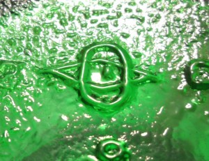 Diamond-O-I mark on base of emerald green jar